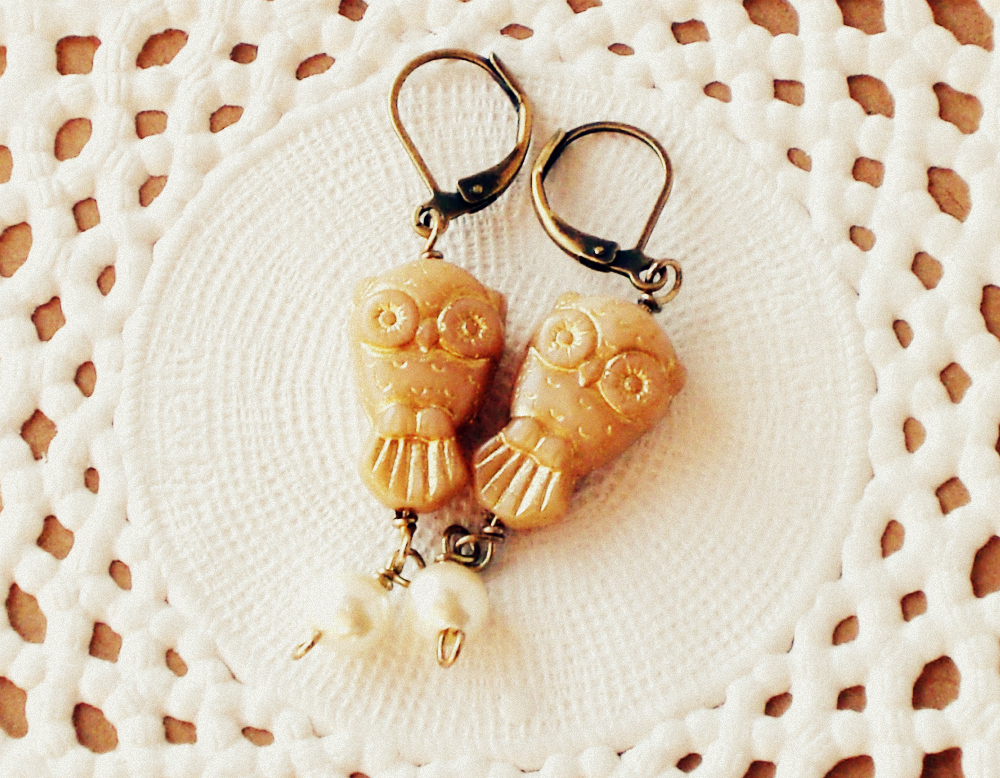 'Wisdom' 02, gold owl earrings - 'Treasures' collection - beige, gold, cream, vintage style jewelry
